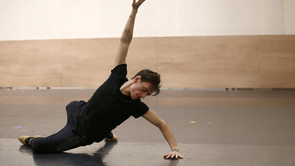 Sergej Polunin je na snímku ze zkoušky svého nového projektu pro divadlo Sadler's Wells v Londýně.