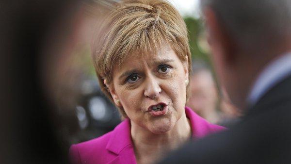 Skotská první ministryně Nicola Sturgeonová chce dát Skotům vybrat mezi hard brexitem a nezávislostí.