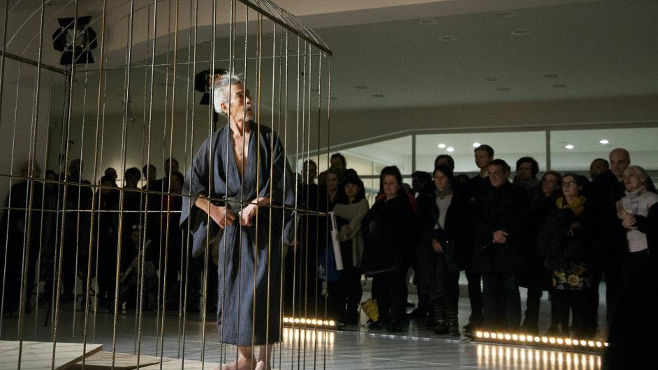 Snímek z vystoupení Min Tanaky ve Veletržním paláci.