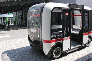 První autobus bez řidiče začal jezdit v Berlíně. Někdy ale vidí překážku tam, kde není