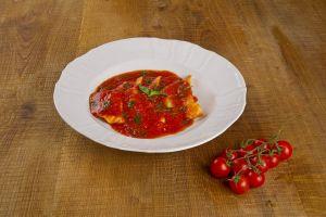 Pansotti plněné sušenými rajčaty a mozzarellou.