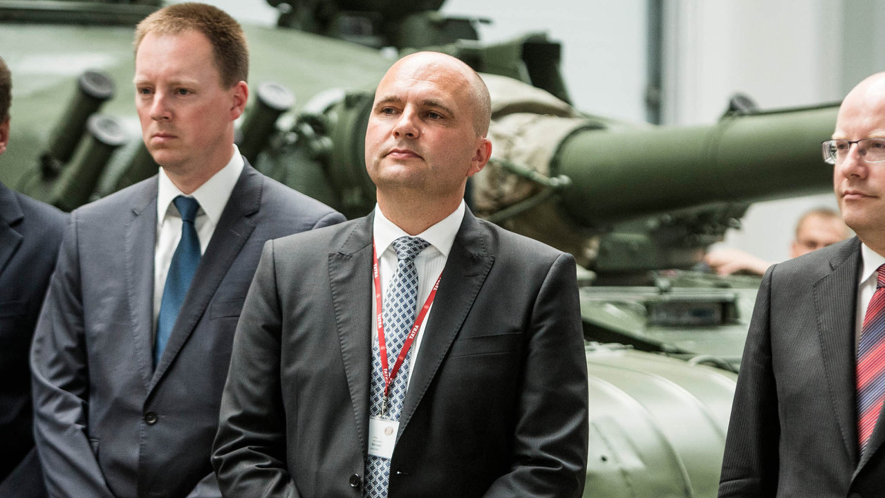 Impériu miliardáře Jaroslava Strnada (uprostřed) se daří.