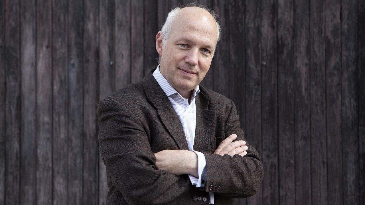 Pavel Fischer (52) je český diplomat apolitik. Během prezidentství Václava Havla působil jako jeho poradce, naposledy vefunkci ředitele Politického odboru (1999 až 2003).