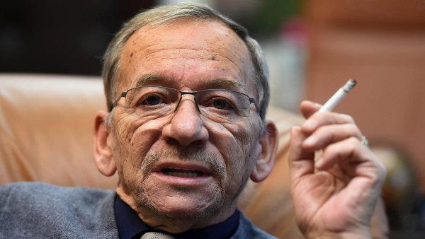 Podle senátora Jaroslava Kubery je protikuřácký zákon jenom zloba dobrotrusů.