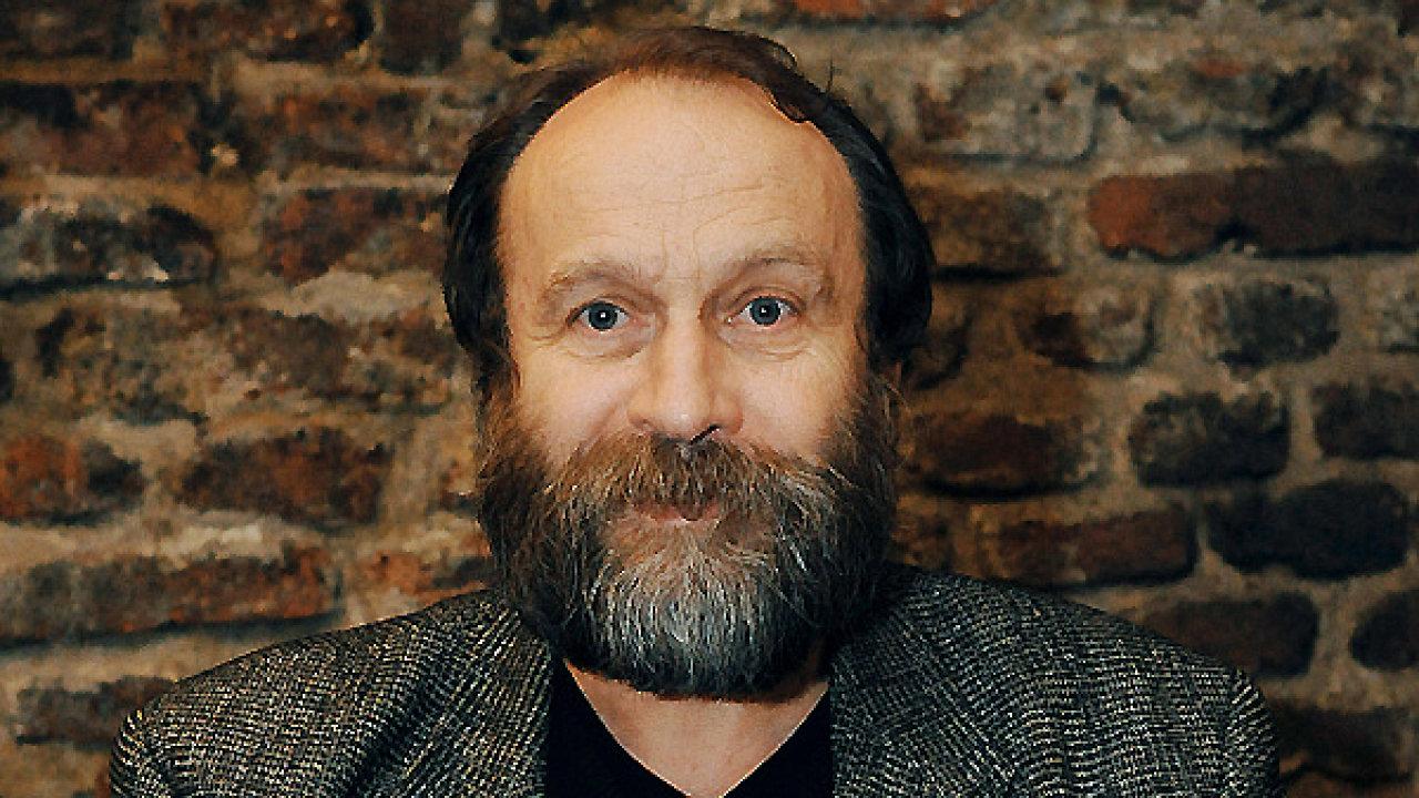 Básník Ivan Wernisch v nové sbírce pozvedl jazyk do partnerské pozice.