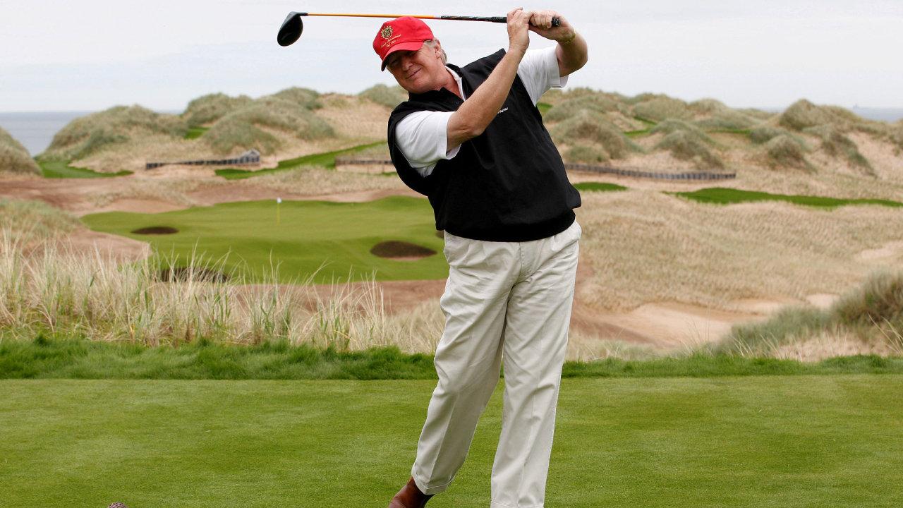 Americký prezident Donald Trump na svém golfovém hřišti nedaleko skotského města Aberdeen.