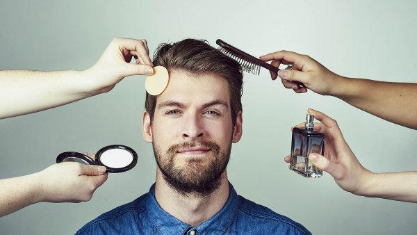 Kosmetické firmy si libují, že jim muži zajistí nové příjmy. I drsní chlapi přece chtějí na sociálních sítích vypadat dobře.