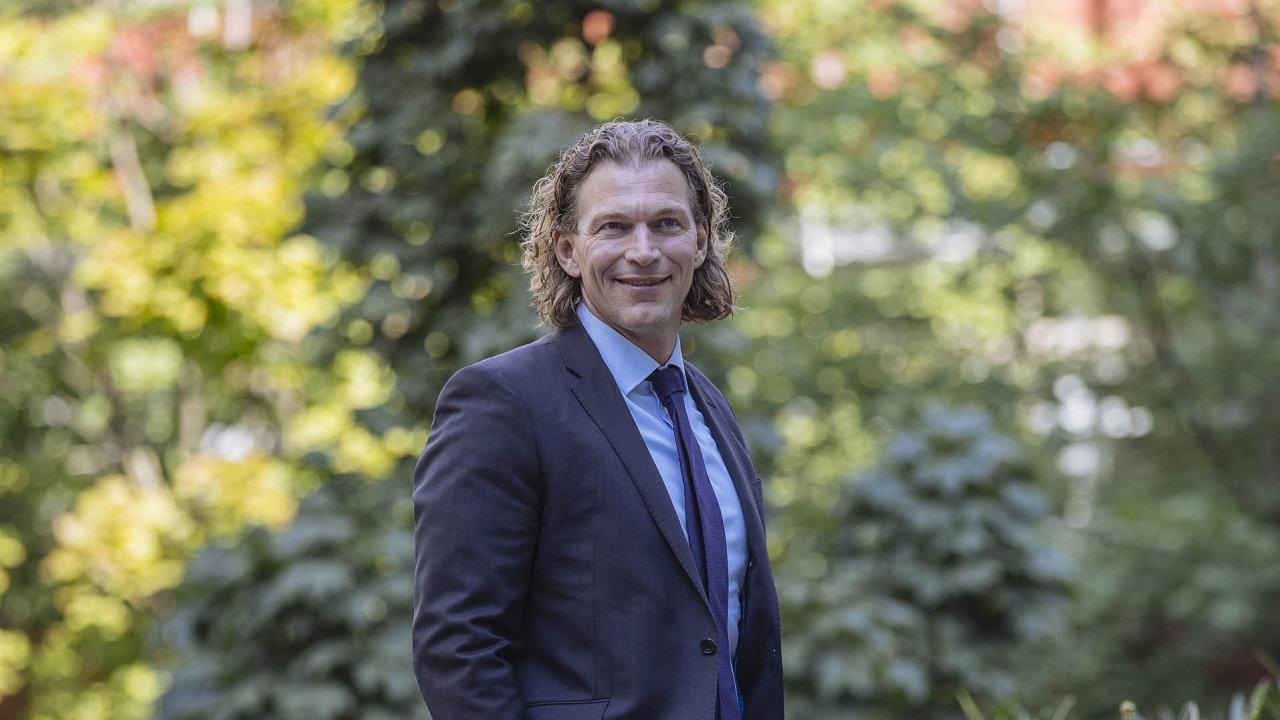 Albert Piet van Veen (46), člen představenstva a hlavní provozní ředitel Moneta Money Bank.