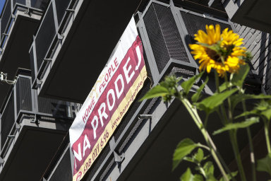 Průměrná částka, kterou české domácnosti měsíčně platí za hypotéku, činí podle portálu 8930 korun. Obyvatelé Prahy splácejí v průměru 13 016 korun měsíčně.