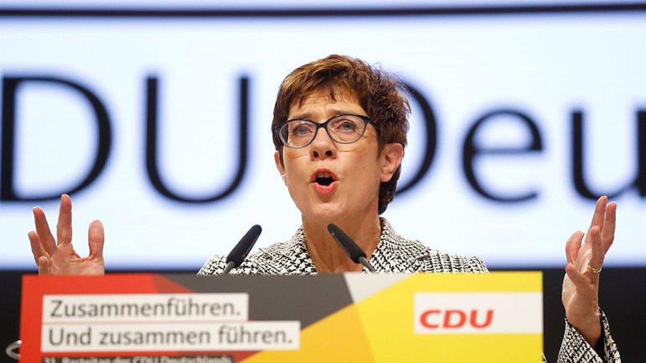 Videokomentář: Nová předsedkyně CDU nebude kopií Merkelové.