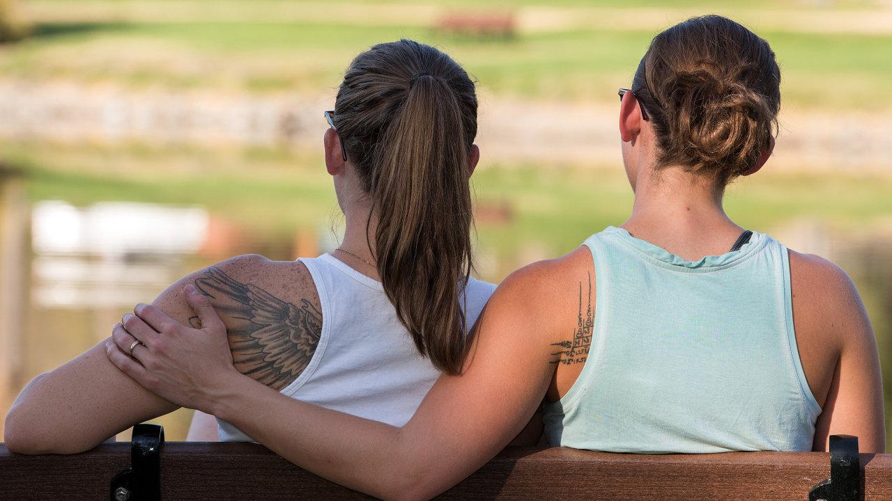Ve druhém pololetí loňského roku poprvé počet ženských párů překonal počet mužských dvojic. Svůj vztah stvrdilo 93 lesbických dvojic a 74 dvojic gayů.