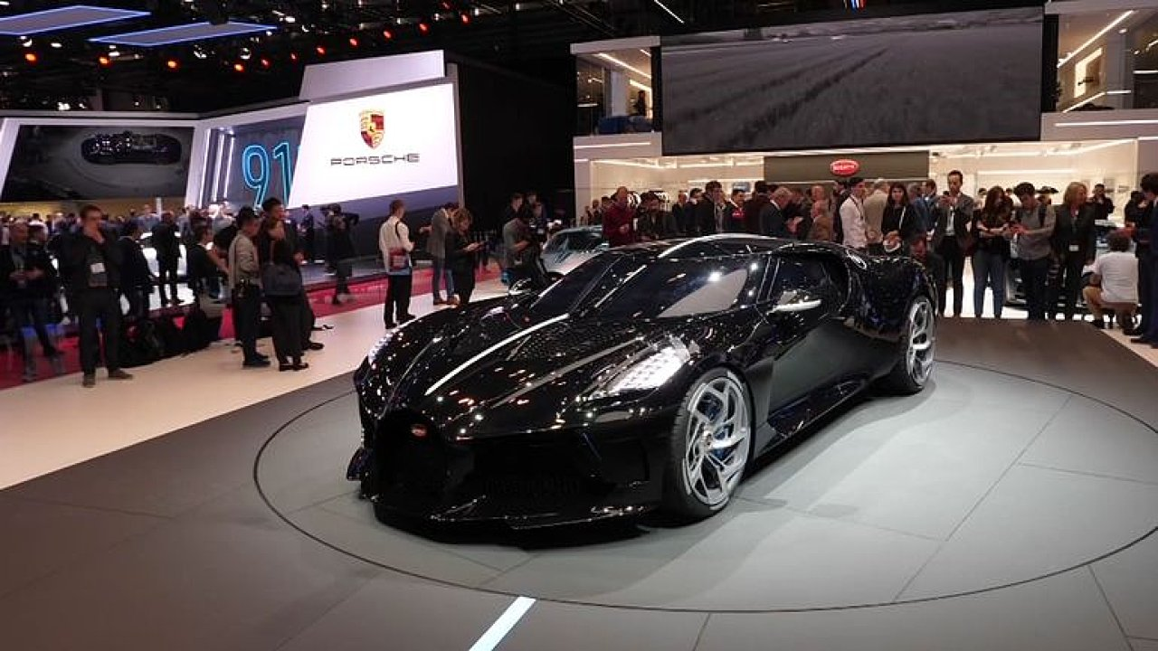 Bugatti La Voiture Noire stojí přes čtvrt miliardy.