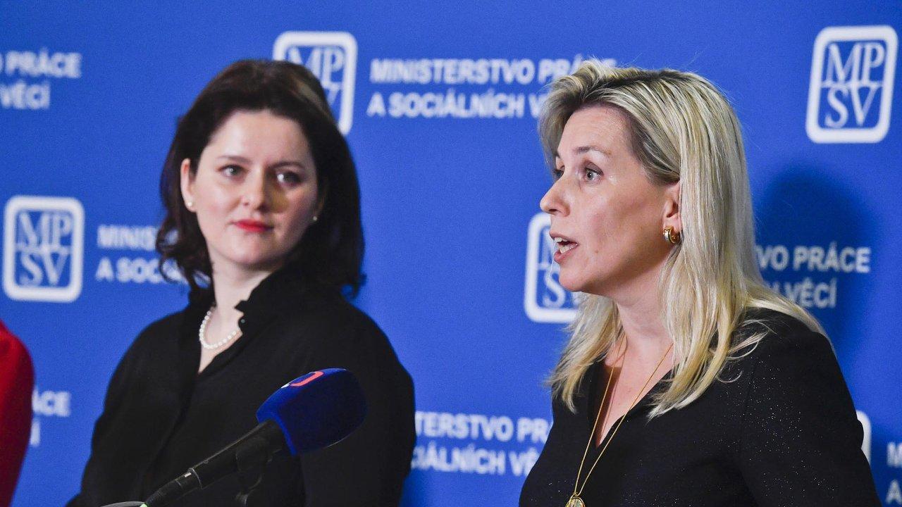 Přidat ženám: Možnosti zvýšení důchodů proženy hledají ministryně Jana Maláčová (vlevo) apředsedkyně důchodové komise Danuše Nerudová (vpravo).
