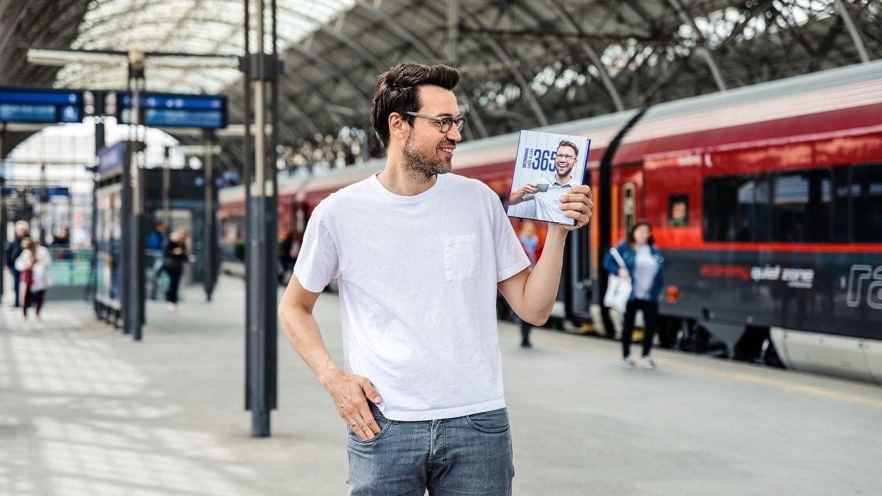 Lukáš Hejlík se svou knihou