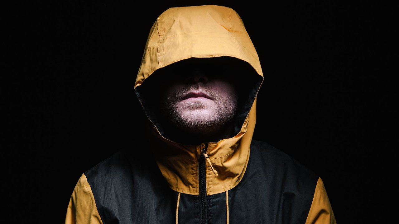 Josef Změlík (nasnímku) je český raper, odroku 2000 vystupující pod pseudonymem Idea.