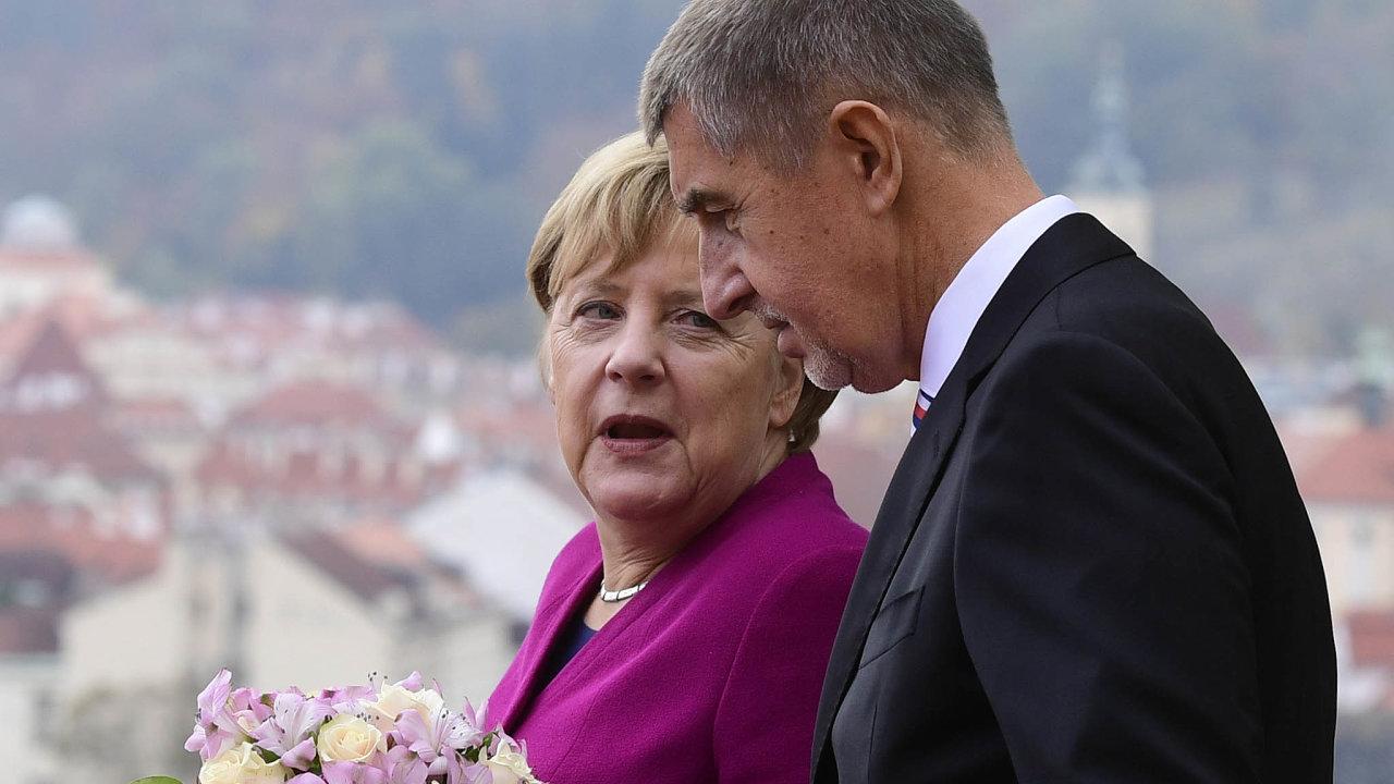 Premiér Andrej Babiš vEvropské radě jedná spremiéry unijních zemí, například sněmeckou kancléřkou Angelou Merkelovou.
