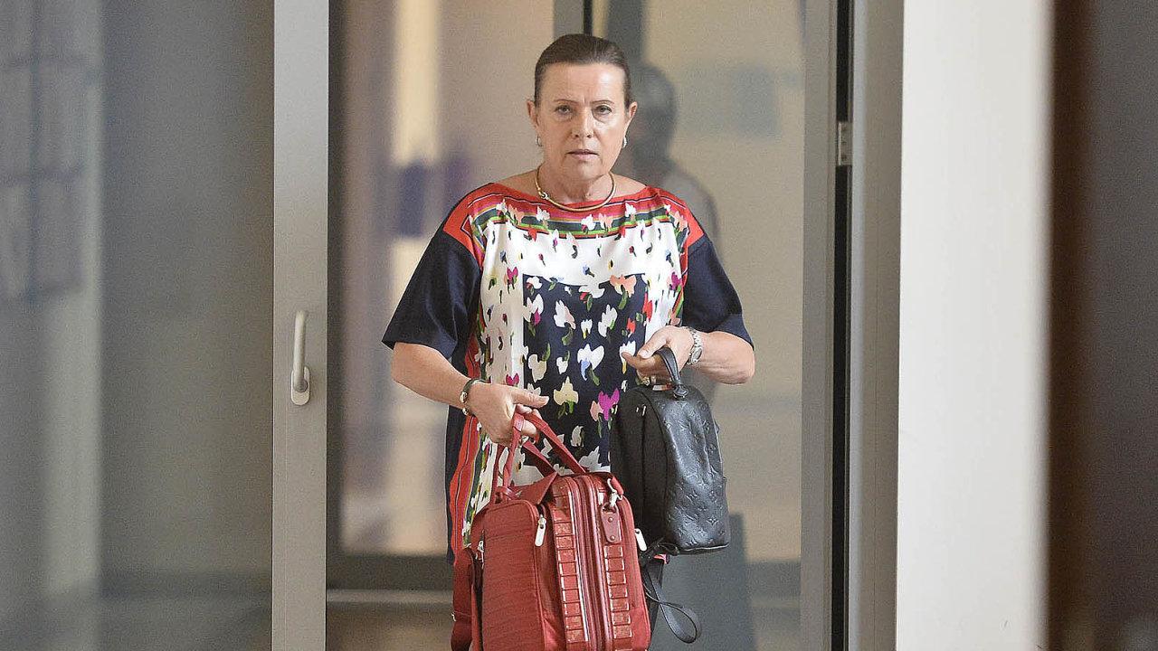 Dáma narozcestí. Alena Vitásková nevylučuje další kariéru vpolitice, ale život jí komplikují trestní stíhání.