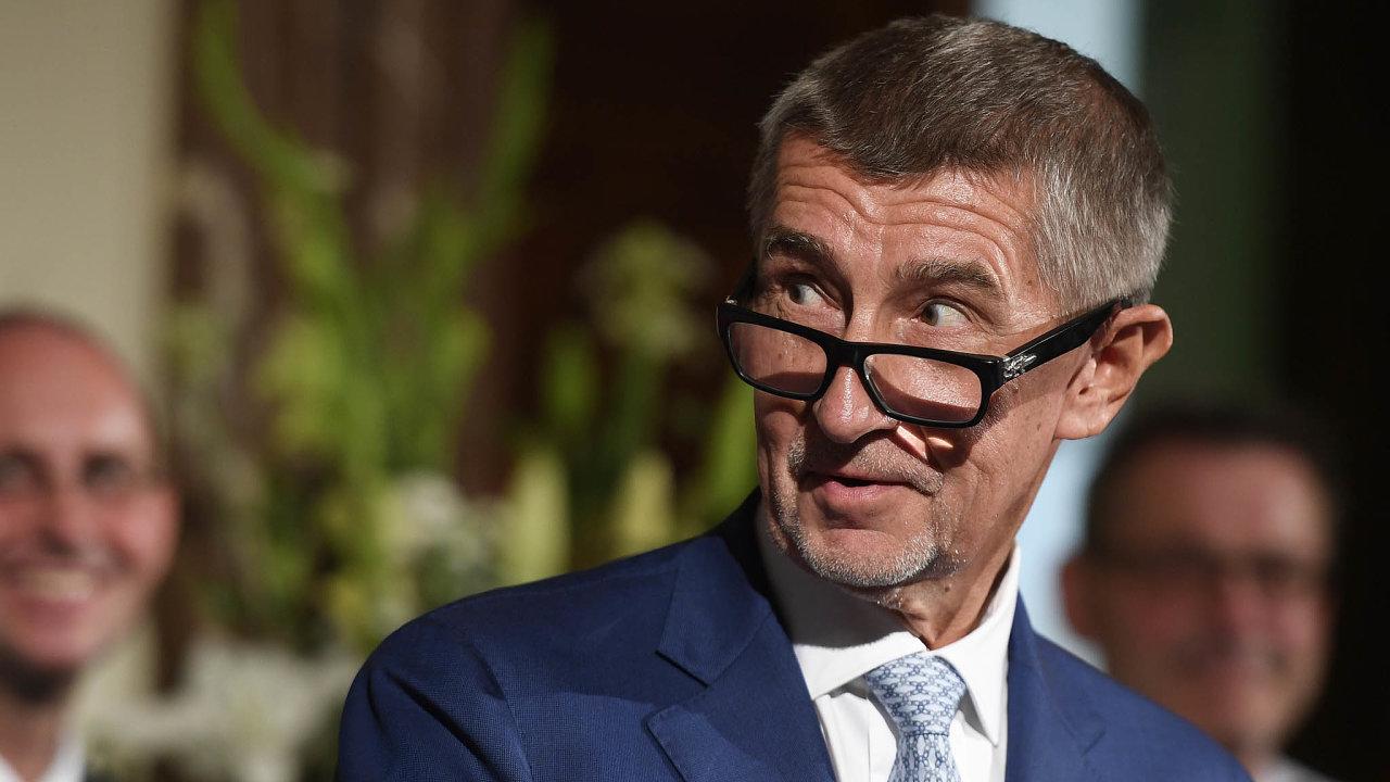 Babiš dosud úhradovou vyhlášku otevírat odmítal, v pátek ale připustil, že je to nutné kvůli kompenzaci zvýšení platů zaměstnanců ve veřejné sféře plošně o 1500 korun.