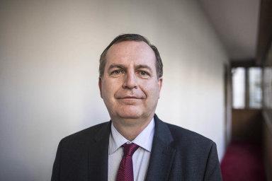"""""""Podpůrná stanoviska mě ujistila, že jde o správnou úvahu, a proto jsem rozhodl o ukončení činnosti Česko-čínského centra UK ke středečnímu datu,"""" uvedl rektor UK Tomáš Zima."""