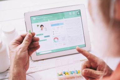 Mobilní zdraví: Různé zdravotní aplikace pro mobily atablety jsou kestažení naApp Storu či Google Play. VNěmecku budou pojišťovny proplácet certifikované aplikace předepsané lékařem.