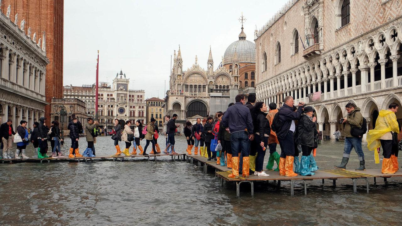 Benátky tento týden zažily nejhorší záplavy zaposledních více než 50let.