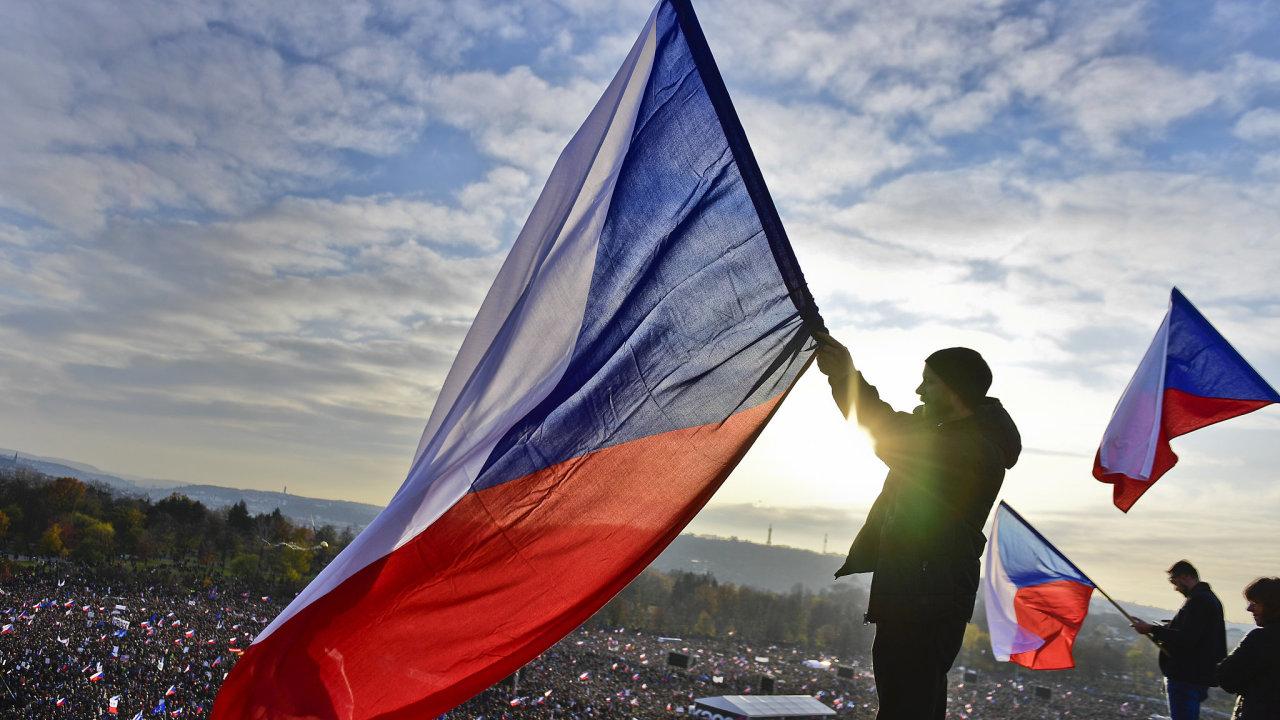 Snímek z demonstrace za odstoupení premiéra Andreje Babiše (ANO) a za nezávislou justici, která proběhla v listopadu v Praze.