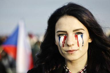 Státní plačka. Veřejné protesty proti poměrům včeské politice byly namířeny zejména proti premiérovi Andreji Babišovi. Kreativita demonstrantek ademonstrantů byla veliká.