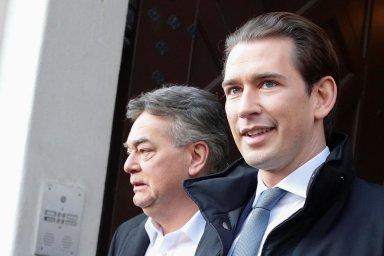 Sebastian Kurz (vpravo) chtěl Rakousko vevládě se svobodnými bránit před nelegální migrací, nová vláda se Zelenými (nasnímku jejich předseda Werner Kogler) je chce chránit před klimatickými změnami.