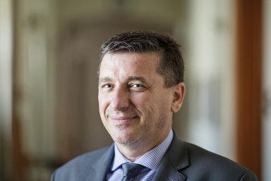 Daňový poradce azároveň senátor zahnutí SEN 21 Tomáš Goláň hodlá při dnešním schvalování návrhu navyplácení příspěvku zamzdy přidat pozměňovací návrh, který by podmínky zjednodušil.