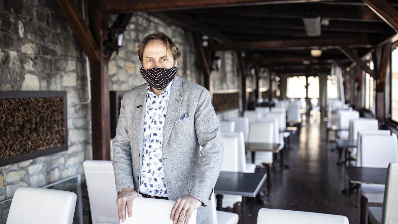 Podle Nilse Jebense, zakladatele a vlastníka restauratérské skupiny Kampa Group, byly české programy Covid I a Covid II ledabyle připravené a naprosto selhaly.