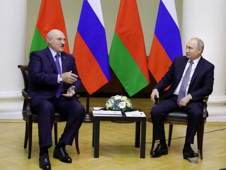 Neomezený vládce: Alexandr Lukašenko si podřídil veškerou moc vBělorusku, prosperita země ale závisí navztahu sRuskem ajeho prezidentem Vladimirem Putinem.