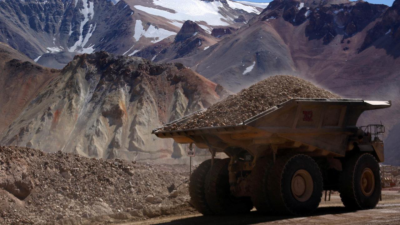 Těžař Barrick Gold (nyní světová dvojka) profituje zrostoucí poptávky pozlatě ijeho rostoucí ceny. Na snímku je jeho důl Velaredo vArgentině.