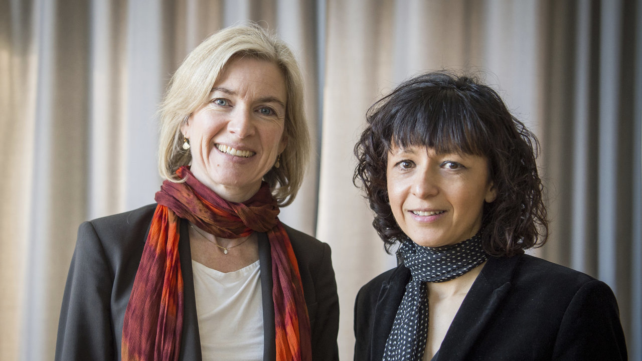 Američanka Jennifer Doudnaová (vlevo) a Francouzka Emmanuelle Charpentierová dostaly Nobelovu cenu za chemii za objev technologie upravování genetické informace známé jako CRISPR-Cas9.