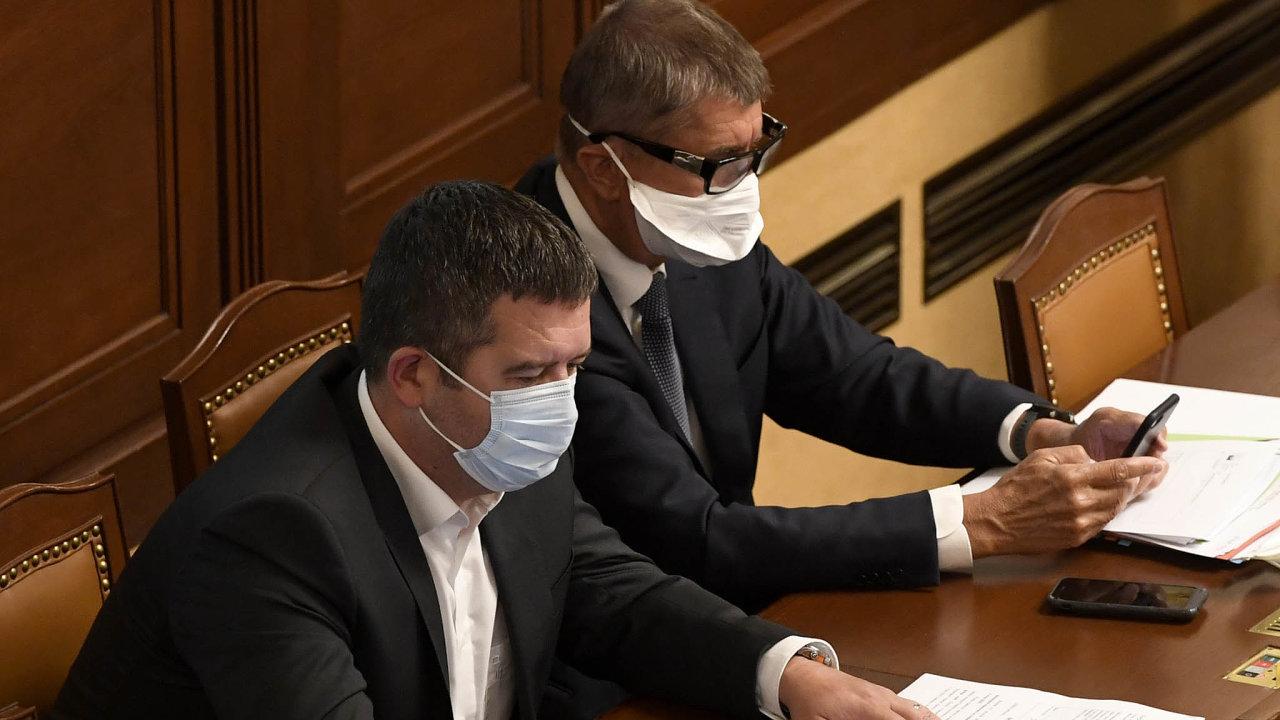 Ministr vnitra Jan Hamáček (ČSSD) i Andrej Babiš (ANO) představili oba své návrhy na výši zdanění příjmů, větší šanci má ten premiérův.