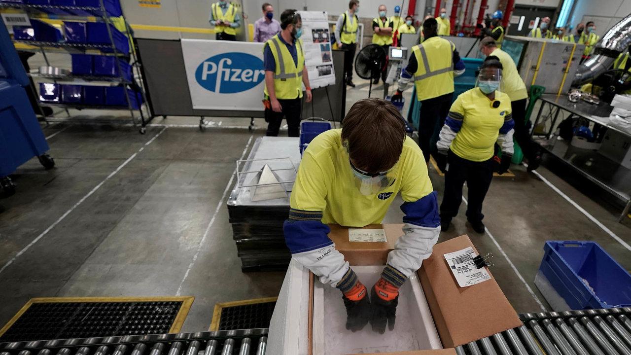 Pfizer sám pro svůj výrobní závod vKalamazoo vMichiganu nakoupil vlastní výrobu suchého ledu. Každý kontejner se 195 nádobkami má vlastní GPS zařízení, které sleduje jeho polohu ateplotu.
