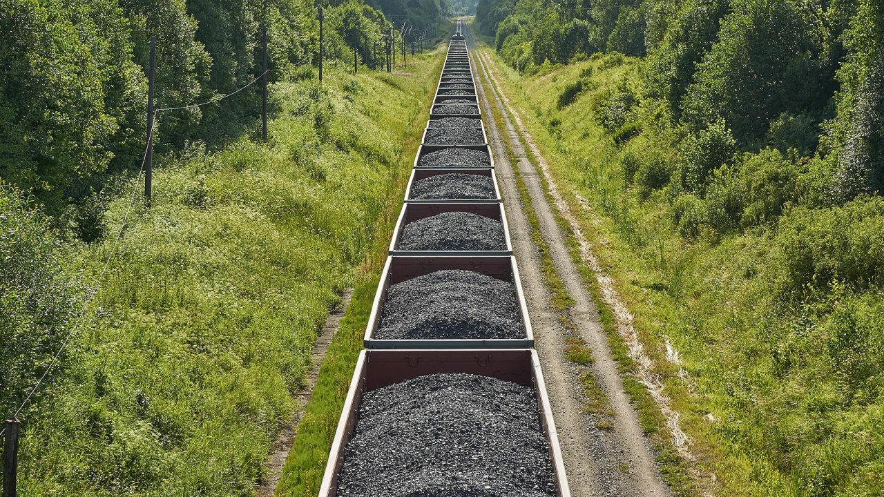 Rusko je největším exportérem černého uhlí doEvropy, vedle uhlí zKolumbie aSpojených států.
