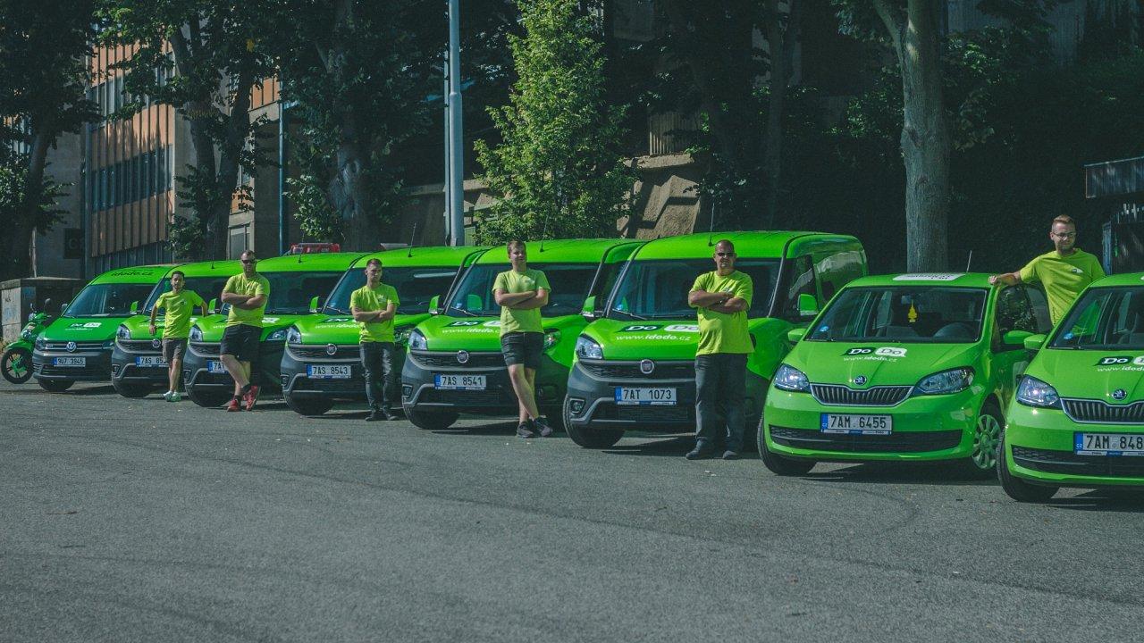Flotila vozů startupu DoDo.
