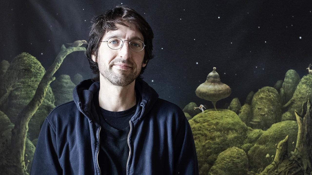 Říká o sobě, že se dobře narodil. Patří do první generace, kterou zasáhl fenomén počítačových her. A tak je Jakub Dvorský začal jednoho dne také sám tvořit.