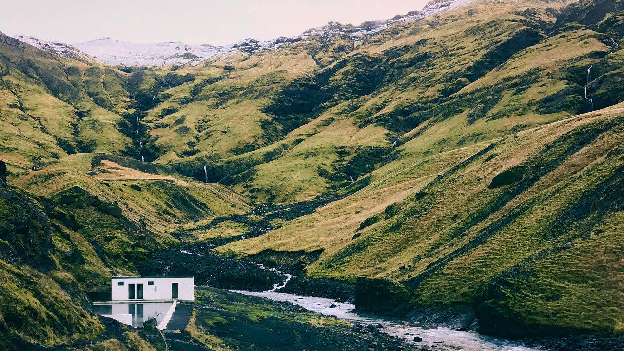 Základní poučka před cestou naIsland? Bude zima abude pršet.