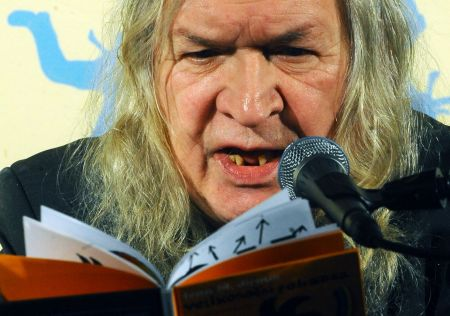 Ivan Jirous čte Velikonoční pohádky / Foto: ČTK
