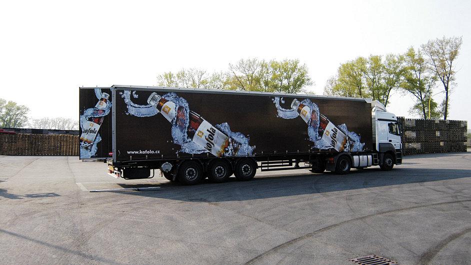 Kamion převážející produkty Kofoly.