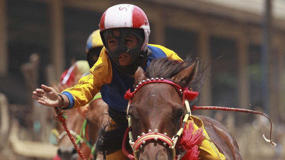 Koňské závody v Bimě.