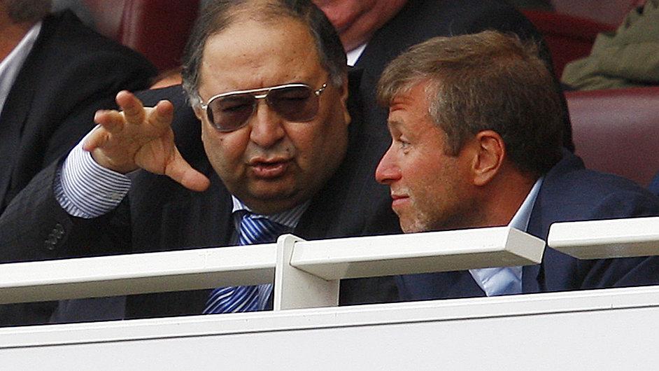 Ališer Usmanov je také podílníkem v londýnském Arsenalu. Na smínku je s majitelem Chelsea Romanem Abramovičem.