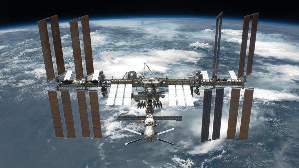 Astronauti budou během tří směn pracovat vně orbitálního komplexu ISS.
