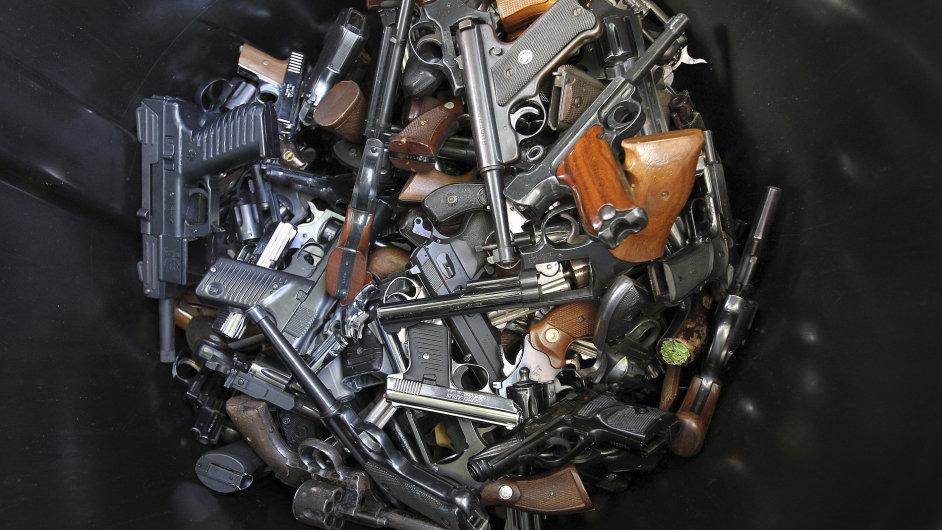 Američané se učí, jak na zbraně.