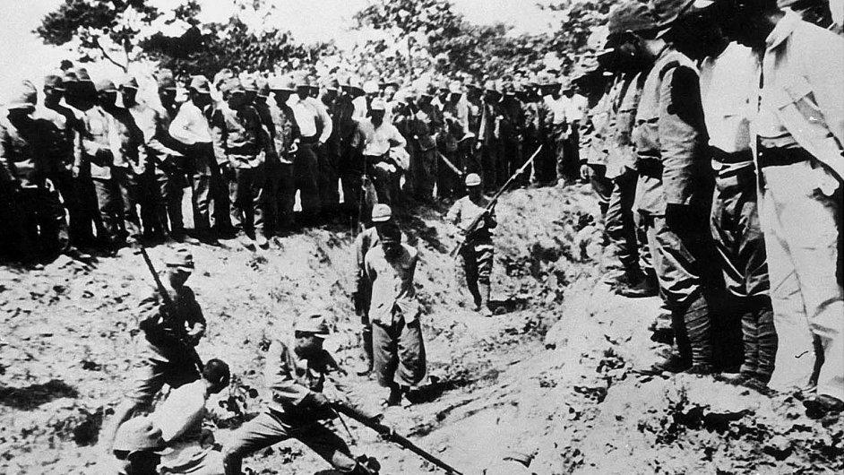 Deset let po masakru začalo Japonsko oficiálně popírat, co se v Nankingu stalo