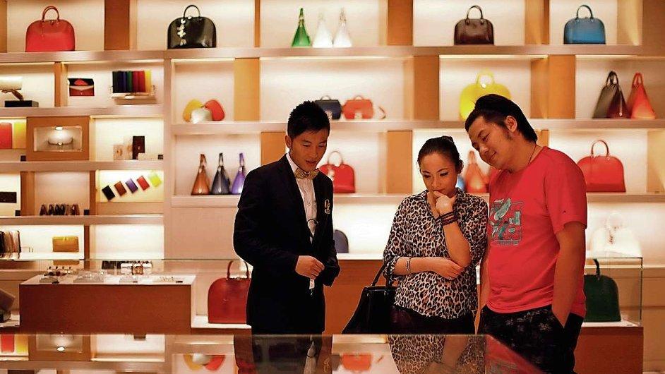 Číňané omezují nákup luxusního zboží