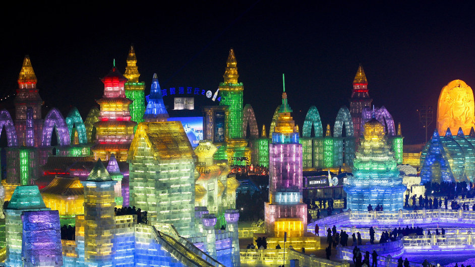 Festival ledových soch v čínském Charbinu.
