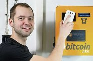 Čeští podnikatelé vydělávají na boomu bitcoinů. Sami si ale myslí, že se trh s kryptoměnou přehřívá