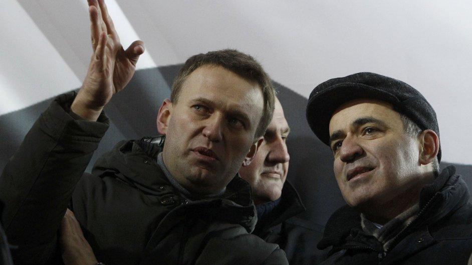 Bloger Alexej Navalnyj a opoziční aktivista Garri Kasparov
